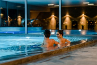 gwatt-deltapark-vitalresort-pool-indoor.jpg
