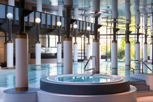 vj-spa-nescens-innenbad-baden-wellness.jpg